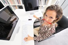 Angry woman at the office Royalty Free Stock Photography