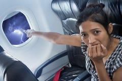 Angst aangejaagde passagier op een vliegtuig Stock Afbeelding