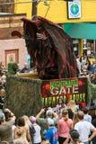 Angst aanjagende Monsterstijgingen omhoog op Paradevlotter bij Halloween-Parade royalty-vrije stock afbeeldingen