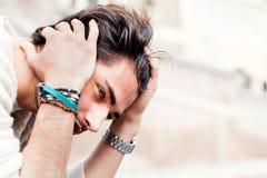 Angst-Konzept Junger Mann mit Problemen, Verzweiflung Stockfotografie