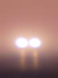 Angstaanjagende Lichten in de Mist Stock Foto's