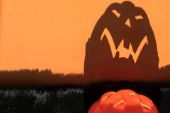 Angstaanjagende schaduw van Halloween-pompoen stock fotografie
