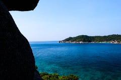 angthong国家公园海运泰国视图 云彩海洋天空视图水 五颜六色的海岛 免版税库存图片