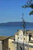 从Anguillara的湖布拉恰诺 免版税图库摄影