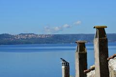 从Anguillara的湖布拉恰诺 图库摄影