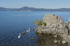 从Anguillara的湖布拉恰诺 库存照片