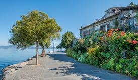 Anguillara Sabazia στη λίμνη Bracciano, επαρχία της Ρώμης, Λάτσιο Ιταλία Στοκ Φωτογραφία