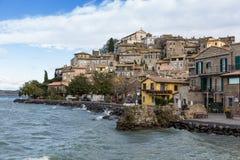 Anguillara Sabazia, Bracciano sjö, Italien Royaltyfri Fotografi