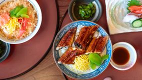 Anguille grillée délicieuse avec du riz cuit à la vapeur photo stock