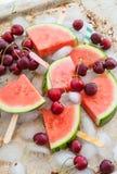 Anguria e ciliege fresche Immagini Stock