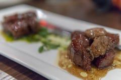 Angus Beef saltato con il foie gras immagini stock