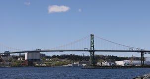 Angus MacDonald Bridge från Halifax till Dartmouth, Nova Scotia 4K lager videofilmer