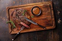 Angus Steak Ribeye preto grelhado imagens de stock