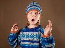 angy πουλόβερ καπέλων παιδιώ&nu Στοκ Εικόνες