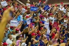 Anhänger bei Donald Trump Campaign Rally Stockbild
