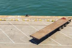 Anhänger ein leeres Dock Lizenzfreies Stockbild