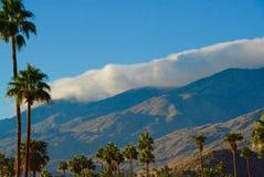 Anhaftende Wolken Stockbild