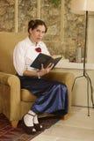 Anhalten einer Heiligen Schrift lizenzfreies stockbild