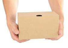 Anhalten eines Papierkastens stockfotografie