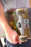 Anhalten eines Skateboards Stockfotos