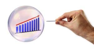 Anhaltende Wachstums-Blase ungefähr zum Explodieren durch eine Nadel Lizenzfreie Stockfotografie