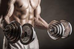 Anhebende Gewichte lizenzfreie stockbilder