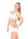 Anhebende Gewichte der attraktiven Frau und Lächeln an der Kamera Lizenzfreie Stockbilder