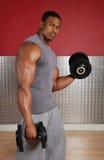 Anhebende Gewichte des Afroamerikaners Stockfoto