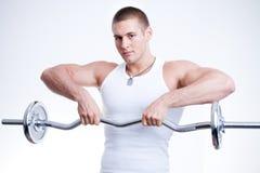 Anhebende Gewichte des Mannes Lizenzfreies Stockfoto