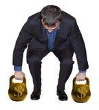 Anhebende Gewichte des Mannes Gold stockfoto