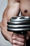 Anhebendes Gewicht des Armes der Männer Lizenzfreies Stockbild