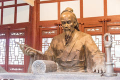 ANHUI, CHINA - 19 Nov. 2015: Hua Tuo Statue bij Huazu-Tempel FA Stock Afbeelding