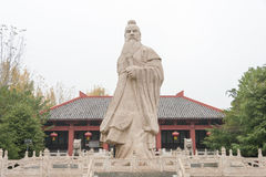ANHUI KINA - November 18 2015: Den Caocao statyn på Caocao parkerar en famo Arkivbild