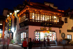 Anhui-Provinz Huangshan-Stadt Tunxi-Straßennacht stockbild