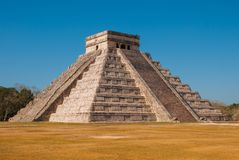 Anicent Maya mayan pyramid El Castillo Kukulkan in Chichen-Itza, Mexico stock photos