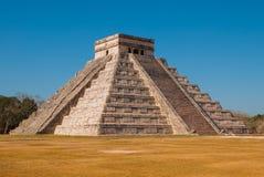 Anicent Maya mayan pyramid El Castillo Kukulkan in Chichen-Itza, Mexico. Travel Mexico background - Anicent Maya mayan pyramid El Castillo Kukulkan in Chichen stock photos