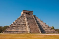 Anicent Maya mayan pyramid El Castillo Kukulkan in Chichen-Itza, Mexico royalty free stock photography