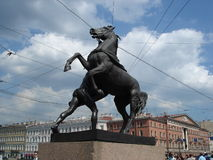 anichkov桥梁彼得斯堡圣徒雕塑 免版税图库摄影