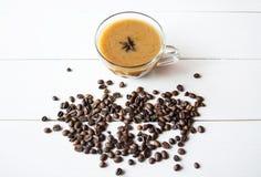 Anies, café et chocolat noir sur la table Image libre de droits