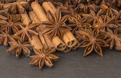 Anijsplantsterren en pijpjes kaneel Royalty-vrije Stock Afbeelding