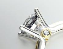 Anillo de bodas con el diamante Fondo negro de la joyería de la tela del oro y de la plata Fotos de archivo libres de regalías