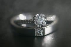 anillo de bodas en humo Fotografía de archivo