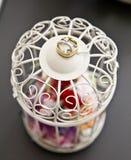 Anillo de bodas en la linterna Imagen de archivo libre de regalías