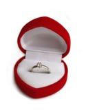 Anillo de bodas en rectángulo en forma de corazón Foto de archivo libre de regalías