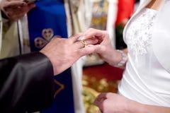 Anillo de bodas para él Imagen de archivo