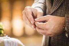 Anillo de bodas para casarse pares el día de boda Fotografía de archivo libre de regalías