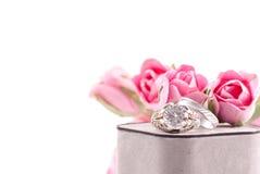 Anillo de bodas y venda Imagenes de archivo