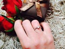 Anillo de compromiso con el diamante Imagen de archivo