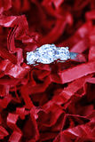 Anillo de compromiso del diamante Foto de archivo