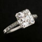 Anillo de compromiso del diamante Imágenes de archivo libres de regalías